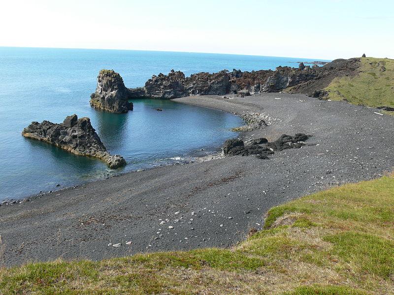 800px-Dritvík_-_Blick_über_die_Bucht